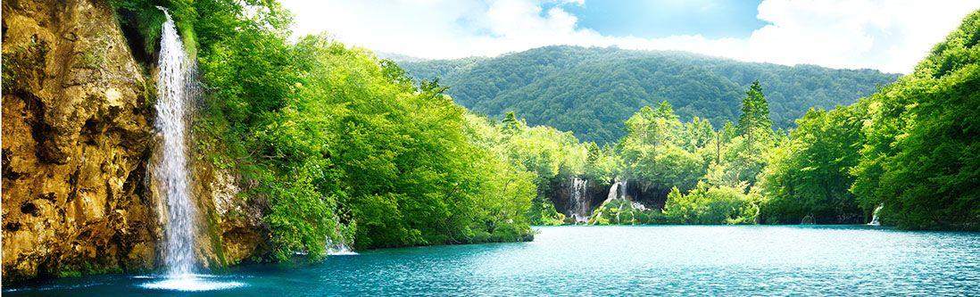 Модульная картина «Горный водопад в кронах деревьев»