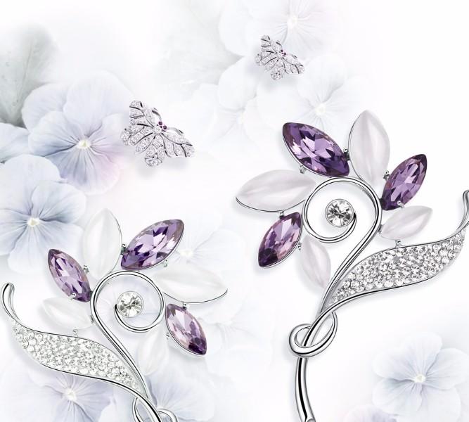 Тканевая подушка-валик «Ювелирные цветы и бабочки» вид 3