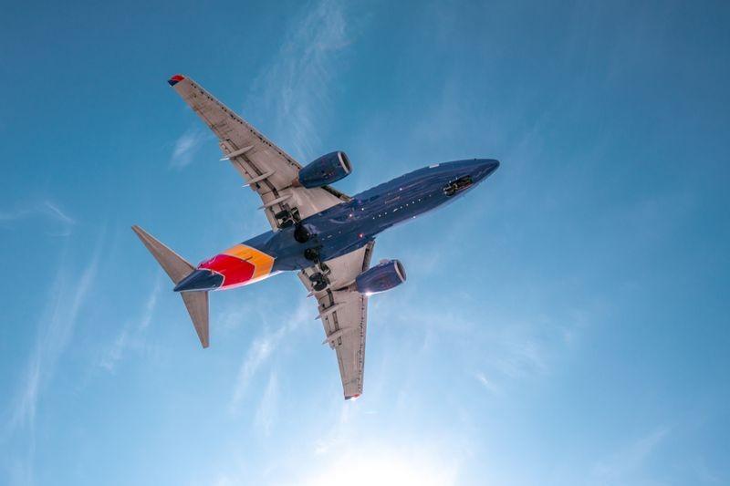 3D Фотообои 3D Фотообои «Синий самолет на взлете»