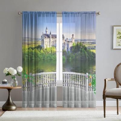 Фототюль «Балкон с видом на замок»