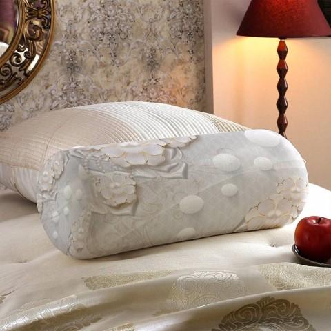 Декоративная подушка для дивана «Объемные цветы с жемчугом» вид 5