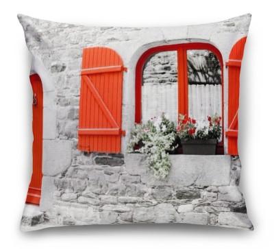3D Подушка «Фасад с красными ставнями»