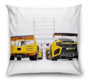 3D Подушка «Светлый гараж с двумя желтыми спорткарами»
