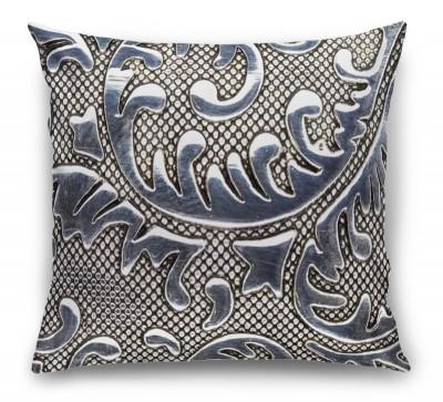 3D Подушка «Под цветочные узоры на стали»