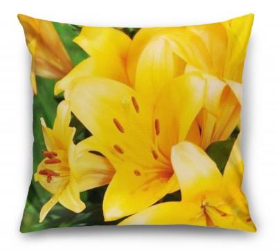 3D Подушка «Ярко-желтые лилии»