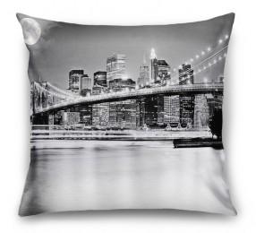 3D Подушка «Черно-белая инсталляция с полной луной над Бруклинским мостом»