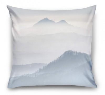 3D Подушка «Горы в туманной пелене»