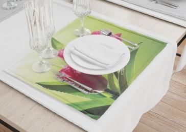 Сервировочные салфетки «Тюльпаны на зеленом фоне»