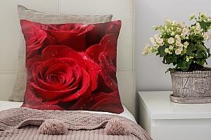 3D Подушка «Бархатные розы в каплях утренней росы»