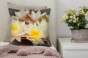 3D Подушка «Желтые лотосы»