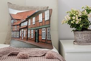 3D Подушка «Между кирпичными домами»