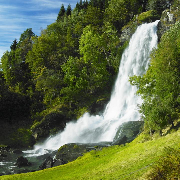3D Фотообои 3D Фотообои  «Водопад на зеленом холме»